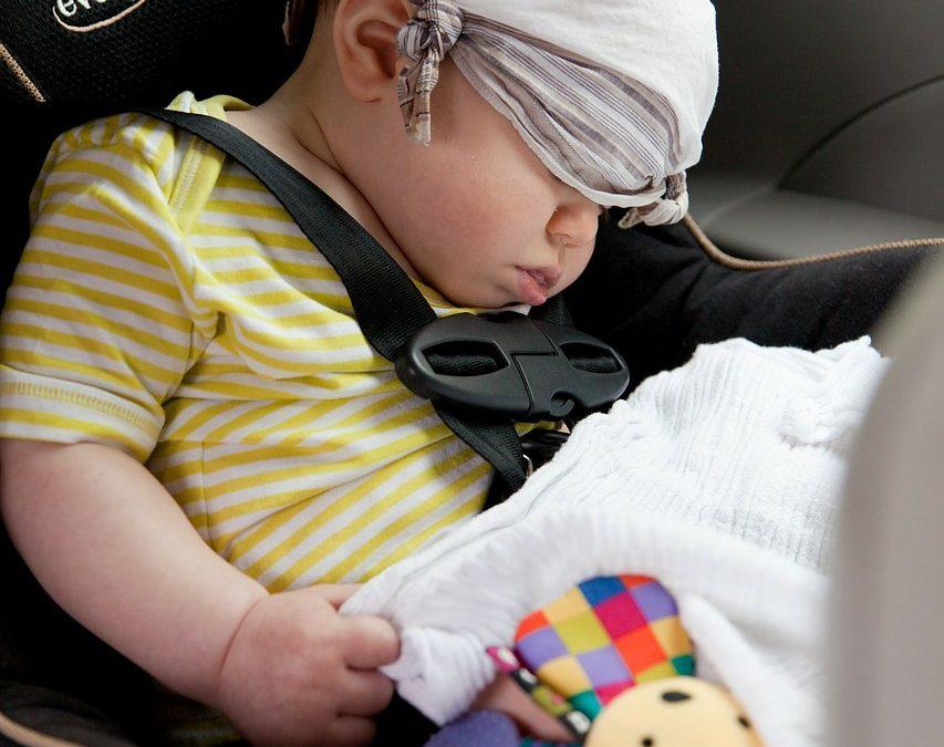 Les règles à suivre si votre bébé dort dans son siège auto